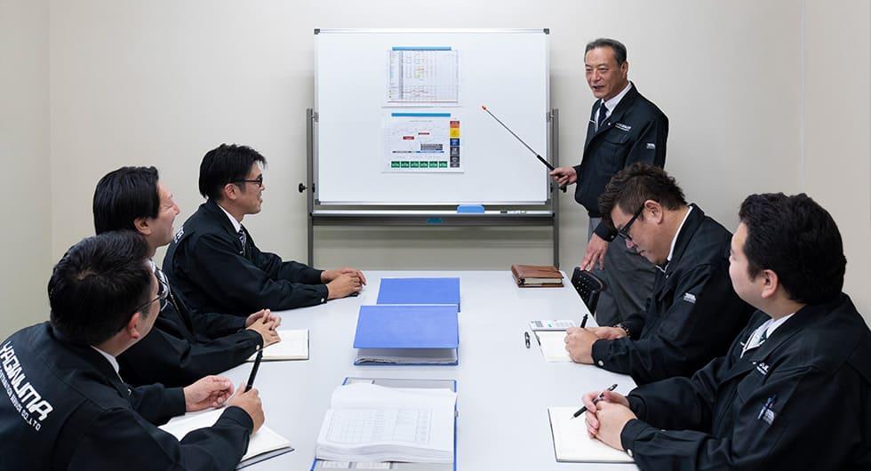 ヤギヌマ流通サービス人材事業部が人材派遣についてミーティングしているようす