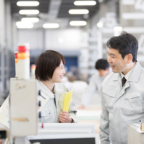 工場で働く派遣社員のイメージ画像